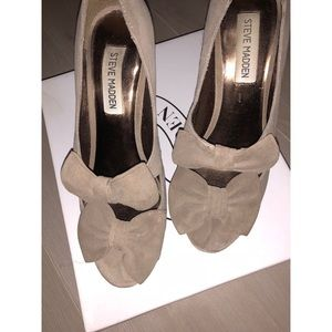 Steve Madden Propperr Taupe Suede Double Bow Heels